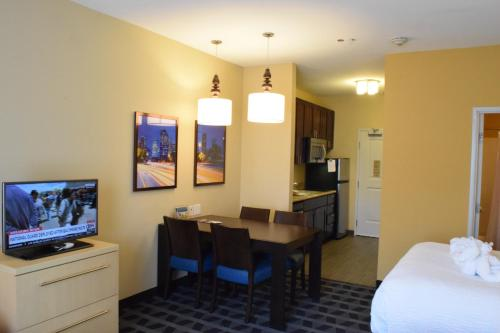 TownePlace Suites by Marriott Houston Westchase photo 9