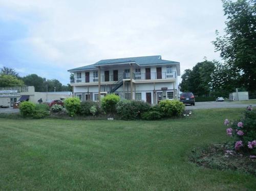 Bayview Inn Orillia - Orillia, ON L3V 1N9