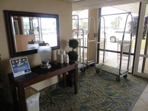 Days Inn Tropical Seas Photo