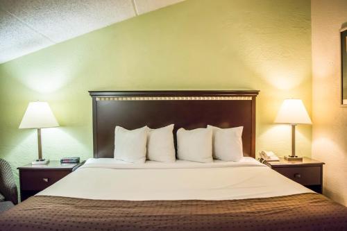 Quality Inn & Suites Tampa - Brandon near Casino Photo