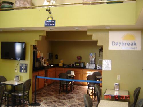 Days Inn Carlsbad Photo