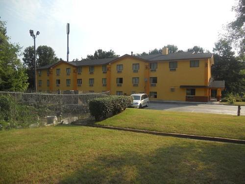 Super Inn - Atlanta, GA 30336
