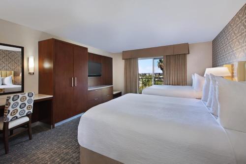 Embassy Suites Anaheim - North Photo