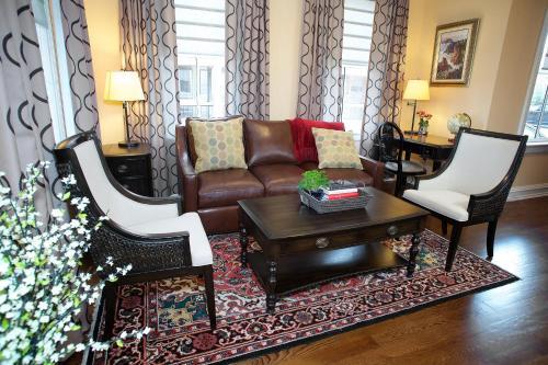 The Guest House at Norwalk Inn Photo
