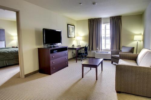 Cobblestone Inn & Suites Winterset - Winterset, IA 50273