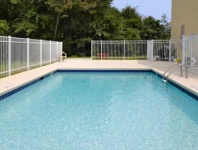 Days Inn & Suites By Wyndham Swainsboro - Swainsboro, GA 30401