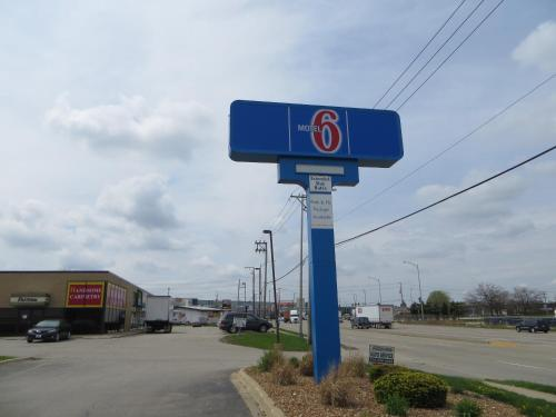 Motel 6 Elk Grove Village - O'Hare Photo