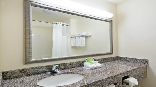 Holiday Inn Express & Suites North Seattle - Shoreline - Seattle, WA 98133