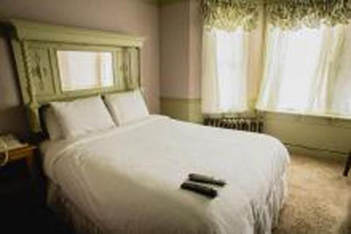 Alaskan Hotel and Bar Photo