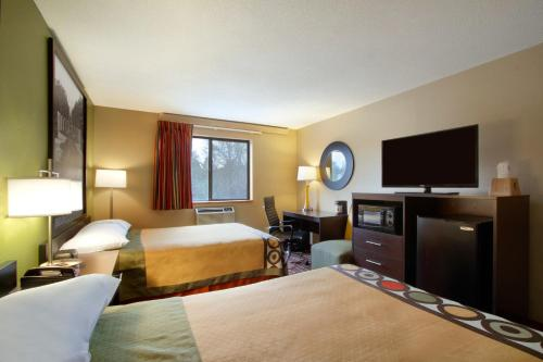 Super 8 By Wyndham Homewood Birmingham Area - Birmingham, AL 35209