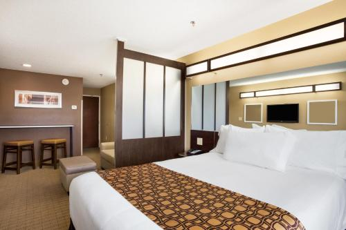 Microtel Inn & Suites by Wyndham Cambridge Photo