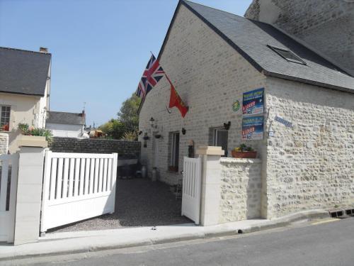 Maison de pecheur location g te 35 rue nationale 14520 port en bessin huppain adresse horaire - Gite port en bessin ...