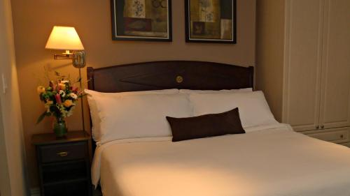 Grand Hotel & Suites Toronto - Toronto, ON M5B 2C1