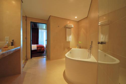 Radisson Blu Hotel, Abu Dhabi Yas Island photo 28