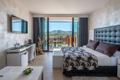 Suite with Jacuzzi® and Private Garden Mas Tapiolas Suites Natura 21