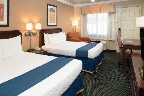 Days Inn By Wyndham Pinole Berkeley Hotel