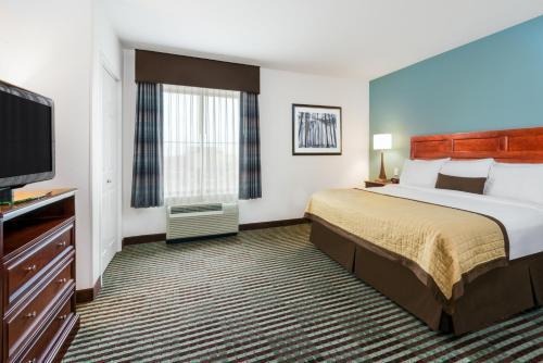 Baymont Inn and Suites Denver International Airport Photo