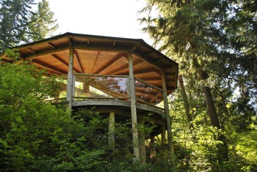 Ruby Lake Resort - Madeira Park, BC V0N 2H1