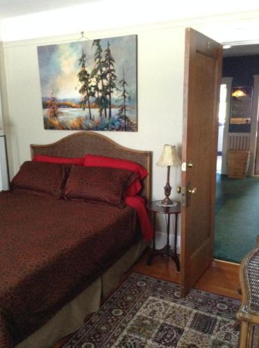 Gaslight Inn Victoria - Victoria, BC V8V 3R3