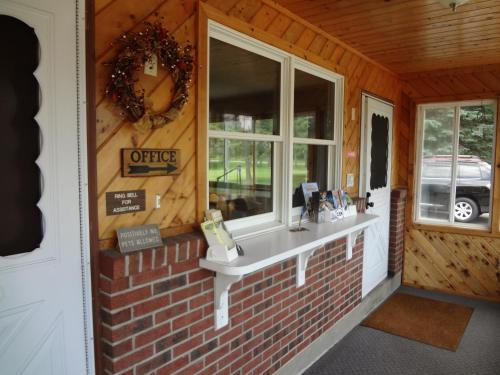 Sullivan Trail Inn & Suites - Pocono Lake, PA 18347