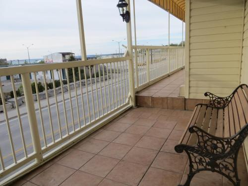 Villa Nova Motel - Wasaga Beach, ON L9Z 2K3