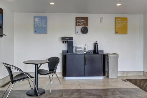 Motel 6 Cleveland International Airport - North Ridgeville Photo