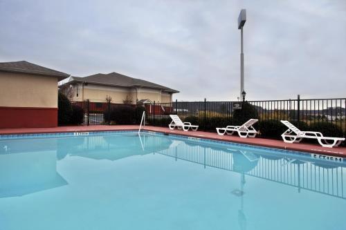 calhoun ga hotels