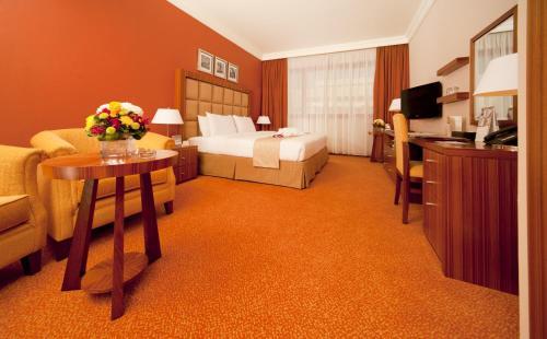 City Seasons Al Hamra Hotel Photo