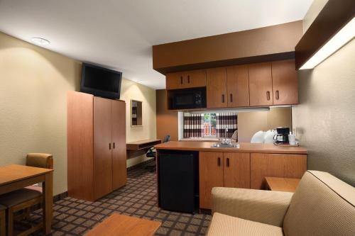 Microtel Inn & Suites by Wyndham Longview Photo