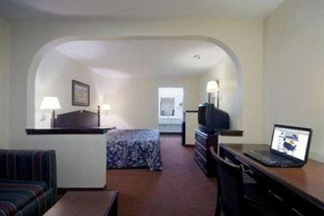 Americas Best Value Inn & Suites Moss Point - Moss Point, MS 39563