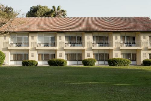 Shefayim Kibbutz Hotel Photo