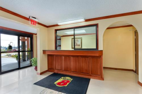 Super 8 By Wyndham Waycross Ga - Waycross, GA 31501