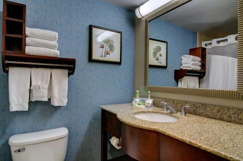 Holiday Inn Express and Suites Germantown Photo