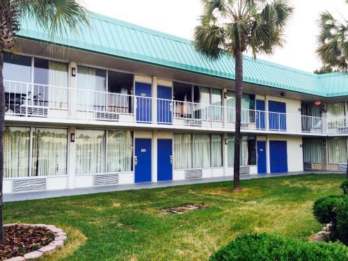 Motel 6 Tifton Hotel