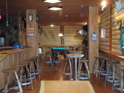 The Raging Elk Hostel - Fernie, BC V0B1M0