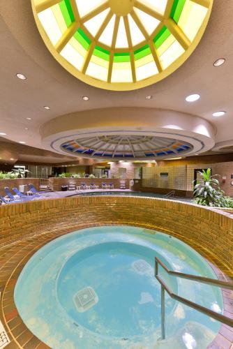 Edward Hotel & Convention Center Photo