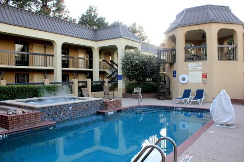 Days Inn by Wyndham Longview South