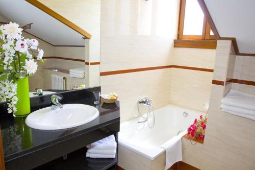 Habitación Doble - Ático con acceso al spa Hotel Del Lago 5