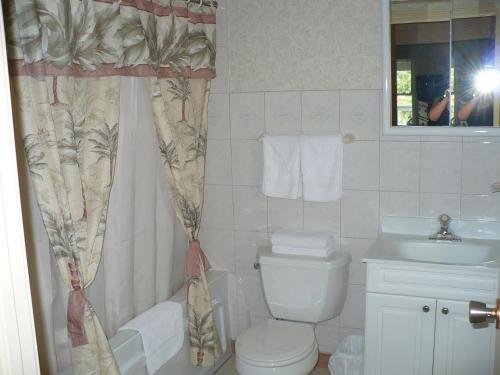 Rainbow Bed & Breakfast - Niagara Falls, ON L2E 1A5