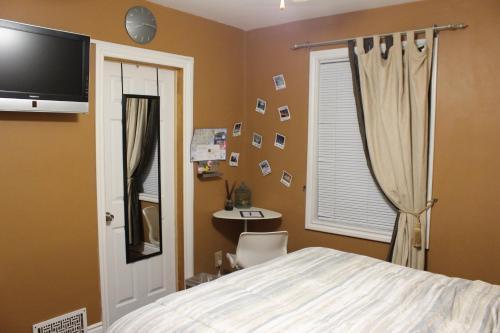 Rooms Within Toronto - Toronto, ON M6M 2S6