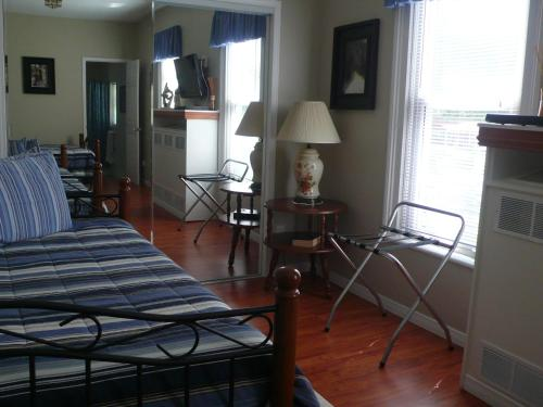 Niagara's Emerald Falls Bed & Breakfast - Niagara Falls, ON L2E 1T5