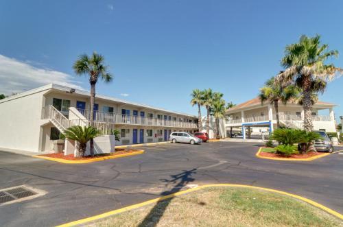 Motel 6 Destin Photo