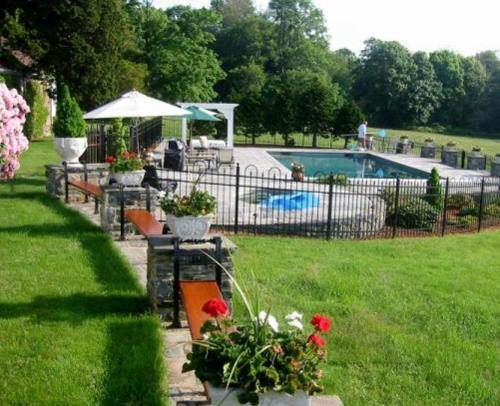 Point Pleasant Inn & Resort Bed And Breakfast - Adult Only - Bristol, RI 02809