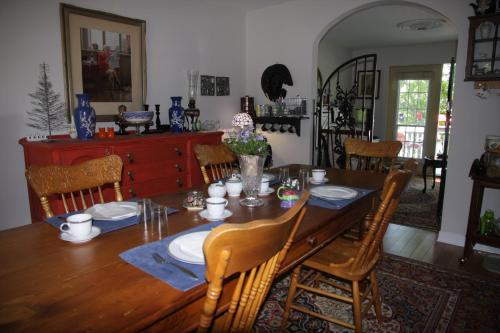 O'brien House Bed And Breakfast - Kingston, ON K7M 7L3