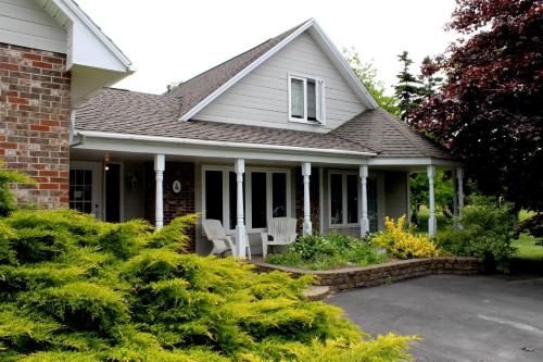 Mackenzie House Tourist Home B&b - Port Hawkesbury, NS B9A 2A6