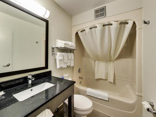 Comfort Inn Oshawa Photo