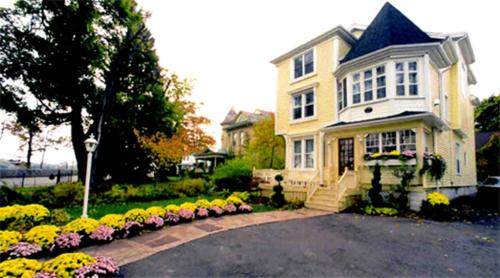 Bedham Hall B&b - Niagara Falls, ON L2E3G4