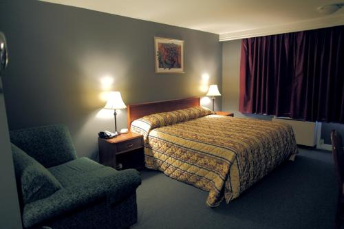 Econo Lodge London - London, ON N5W 2S7