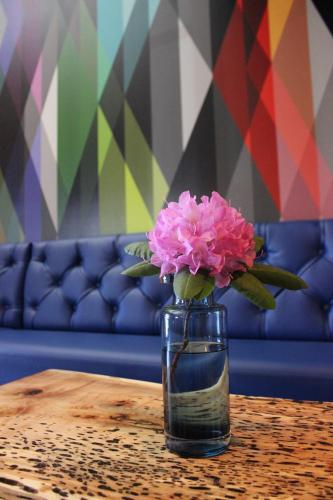 Warehouse Hotel At The Nook - Manheim, PA 17545