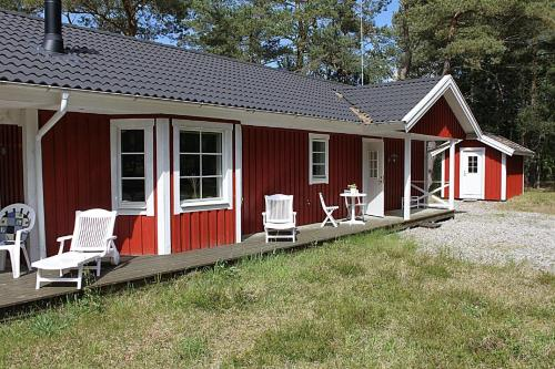 Three-Bedroom Holiday Home Tyvhulvejen 05